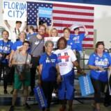 23-årige Alexander Stürup (i stribet t-shirt i midten, red.) er sammen med gruppen Danes For Hillary rejst til Florida to uger op til valget for at være frivillige i demokraternes valgkamp.