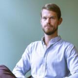 Portræt af psykologiprofessor Svend Brinkmann, der kalder til oprør mod selvudviklings- og innovationskulturen. Brinkmann har udgivet bogen »Stå Fast«, der opfordrer os til at tage nej-hatten på. Foto: Simon Skipper.