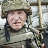 Ukrainske soldater ved fronten i Østukraine. I alt har op mod ti tusinde har mistet livet. Mere end to millioner er fordrevet fra deres hjem, nu to og et halvt år efter krigen brød ud