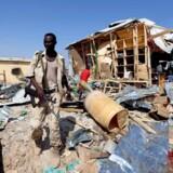 Store og komplekse terrorangreb bliver i stigende grad udført af terrorbevægelsen al-Shabaab i Somalias hovedstad Mogadishu, lyder det i ny rapport fra Udlændingestyrelsen. Her ses et billede fra den 19. februar, hvor en selvmordsbombe blev detoneret ved et marked i Mogadishu.