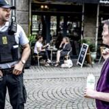 Politi på Blågårds Plads i København.