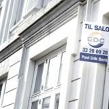 Billetprisen til Hovedstadens boligmarked er så høj, at den gennemsnitlige salgspris på ejerlejligheder i fire postdistrikter lyder på mere end fire millioner kroner.