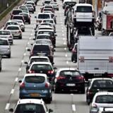 Arkivfoto. Ferieglade danskere kan ende i kilometerlange trafikkøer, når folkeskolernes sommerferie starter fredag.
