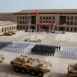 Den kinesiske militærbase i det afrikanske land Djibouti blev åbnet ved en ceremoni i august sidste år. Den ligger få kilometer fra en amerikansk militærbase, hvor piloter ifølge Pentagon chikaneres af kraftigt laserlys.