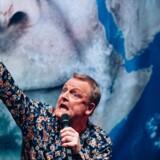 Rødmosset krakilsk til det tæt-på-hjerneblødning-råbende: Jan Gintberg på Bellevue Teatret.