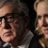 De fortsatte overgrebsbeskyldninger fra Woody Allens adoptivdatter Dylan Farrow mod filminstruktøren har delt Hollywoods skuespillerstand i to lejre.