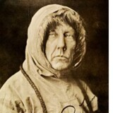 Roald Amundsen besejrede Sydpolen. Men nordmanden, der blev nationalhelt, var langtfra nogen elskelig person, fremgår det af den nye biografi, som tegner billedet af en mand, der gerne ofrede andre for at bevare billedet af sig selv som helt.