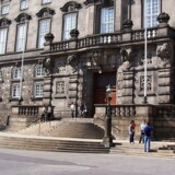 Arkivfoto af trappen til Folketinget på Christiansborg.