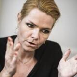 Inger Støjberg vil udvide politiets beføjelser til at undersøge asylansøgeres mobiltelefoner. Det fremgår af et udkast til et nyt lovforslag. Foto: Simon Læssøe/Scanpix 2016