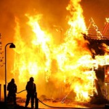 Arkivfoto af en kraftig brand i de gamle kanonbådsskure på Holmen 18 August 2006.