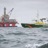 Norges nye olieboringer i Barentshavet er i strid med både grundloven og klimaaftalen fra Paris, mener to miljøorganisationer, der nu trækker staten i retten. Scanpix/Greenpeace/arkiv
