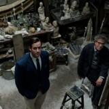 Geoffrey Rush giver liv til kunstneren Giacometti i Stanley Tuccis msilykkede portrætfilm »Final portrait«. Her med Armie Hammer som beundrer og model. Foto: PR.