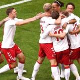 Åge Hareides tropper fejrer her Christian Eriksens mål til 1-0 mod Australien. Desværre for Danmark blev der dømt straffespark til australierne, der scorede. Kampen sluttede 1-1.