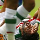 Irans landsholdsanfører Masoud Shojaei er blevet vraget for at spille med i en kamp mod et israelsk hold. Her ses han i en kamp mellem Iran og Bosnien i 2014. REUTERS/Ivan Alvarado (BRAZIL - Tags: SOCCER SPORT WORLD CUP)