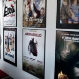 Direktør for filmselskabet Fridthjof Film, Ronnie Fridthjof er frustreret over at se sine filmproduktioner blive ulovligt downloadet på nettet. Det gælder blandt andet filmen »Alle for tre« med Rasmus Bjerg, Sonja Richter og Mick Øgendahl.