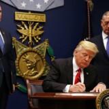 Det nye forbud skal gælde borgere fra seks lande, som når forbuddet træder i kraft ikke vil kunne rejse ind i USA i 90 dage. Der er tale om Sudan, Somalia, Yemen, Syrien, Libyen og Iran.