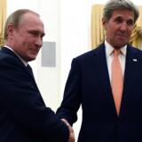 Samtidig med tragedien i Nice indledte den amerikanske udenrigsminister, John Kerry, og Ruslands præsident, Vladimir Putin, i Moskva et tre timer langt møde, der kan vise sig at være noget mere skelsættende end endnu flere franske bomber i hovedet på islamisterne i Syrien.