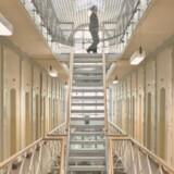 På grund af sparekrav har Vestre Fængsel, som er landets største arresthus, skåret kraftigt i advokaters mulighed for at mødes med deres varetægtsfængslede klienter (arkivfoto). Scanpix/Dennis Lehmann