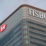 Nedskrivninger i Europa og sløv økonomisk vækst på nøglemarkeder som Hongkong og Storbritannien medvirkede til, at overskuddet hos storbanken HSBC blev mere end halveret i 2016. Det skriver Financial Times.