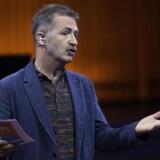 »Jeg forstår simpelthen ikke, at bestyrelsen har været så dårlig til at forklare sig,« siger Adrian Hughes, studievært i DR.