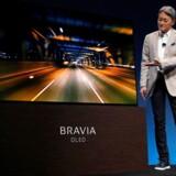 Gode ideer må ikke bremses, fordi man frygter, at de kan koste arbejdspladser, mener Sonys topchef, Kazuo Hirai, som her præsenterer elektronikgigantens første nye OLED-TV på verdens største elektronikmesse i Las Vegas. Foto: Steve Marcus, Reuters/Scanpix