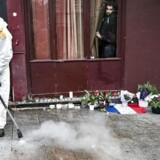 Interpol advarer om, at 173 IS-jihadister er på vej til Europa for at udføre terrorangreb, som da endnu et angreb ramte den franske hovedstad, Paris, i 2015. 130 mennesker mistede livet under angrebene, som Islamisk Stat tog ansvaret for. Her er vi foran to restauranter, hvor i alt 14 personer blev dræbt.