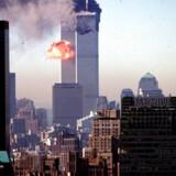 Kl. 9.03 (15.03 dansk tid) amerikansk tid smadrer United Airlines Flight 175 ind i det sydlige tårn. Kl. 10.28 (16.28 dansk tid) kollapsede sidste del af tårnet.