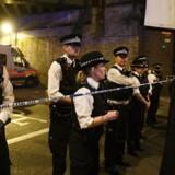 En mand er erklæret død, efter at en menneskemængde natten til mandag er blevet ramt af en varevogn i Tottenham-området i den nordlige del af London. EPA/FACUNDO ARRIZABALAGA
