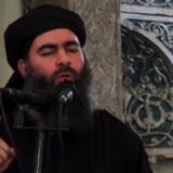 Abu Bakr al-Baghdadi, leder af Islamisk Stat, lever endnu, siger USA''s militær. Men står det til amerikanerne, lever han på lånt tid. Hvis amerikanske soldater finder ham, vil de formentlig dræbe ham og ikke tage ham til fange, siger en general. Billedet er fra 2014, hvor han udråber et islamisk kalifat fra en moské i Mosul. Scanpix/-