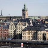 De ekspansive tiltag har medført, at svenske virksomheder har fået nemmere ved at låne penge til investeringer, mens forbrugerne har fået billige lån til forbrug, bolig og biler.