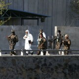 Sikkerhdsfolk ved selvmordsangrebet i Kabul.