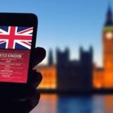 Nu risikerer priserne på at bruge mobiltelefonen og internetforbindelsen i Storbritannien igen at stige oven på det britiske nej til EU. Arkivfoto: Iris/Scanpix