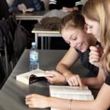 """Falkonergårdens Gymnasium, som i år har indført """"læselyst"""" , hvor eleverne et par gange om ugen skal læse en bog efter eget valg uden at blive forstyrret af notifikationer fra mobilos."""