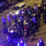 Fredag aften begyndte demonstranter at kaste flasker og andre småting mod politiet i protest mod 20-årige Charles'' død 22. juli. Den unge mand døde, da betjente jagede ham ind i en butik og forsøgte at fjerne en ting fra munden eller halsen. Reuters/Social Media