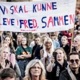 »I længden går det ikke, at politikere blot slår ud med armene og henviser til »internationale konventioner«. På billedet er fra en demonstration på Nørrebro, København, mod bandeskyderierne.