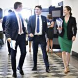 Finansminister Kristian Jensen (V), Erhvervsminister Brian Mikkelsen (C) og Sundheds- og Ældreminister Ellen Trane Nørby (V) ankommer til mødet, da Regeringen mødes med Danske Regioner for at forhandle om regionernes økonomi for 2019 i Finansministeriet, torsdag den 24. maj 2018. Foto: Ritzau Scanpix/Philip Davali