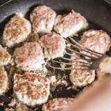 »Vi er nærmest verdensførende i at proppe os med den mest miljøbelastende og ressourcekrævende spise af alle: Kød.«