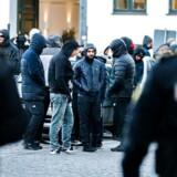 "Københavns Byret mandag d. 9. oktober 2017. LTF leder Shuaib Khan får dom i byretten. Politi og LTF ""Loyal to Familia"" medlemmer foran byretten."