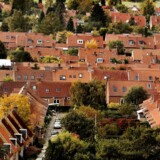 Landsretten er i fuld gang med at finde ud af, om de prisstigninger, som realkreditselskaberne senest i 2016 gennemførte, er lovlige. Totalkredit og BRF Kredit står for skud i to principielle sager. Arkivfoto af boligkvarter ved København. (Foto: Linda Kastrup/Scanpix 2015)