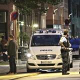 Arkivfoto: Politi på stedet i Holmbladsgade på Amager i København, hvor der har tirsdag aften 15. august har været skyderi. En person er blevet ramt af skud og kørt til behandling på hospitalet. (Foto: Mathias Øgendal/Scanpix 2017)