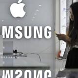 Samsung-aktien steg godt 0,7 pct. fredag, men har i starten af året været ramt af den kinesiske uro og bekymring for indtjeningen.