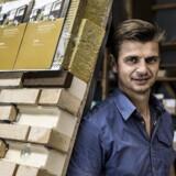 Lars Andersen har hele sin karriere forhandlet byggematerialer. Måske er det derfor han er dygtig til at lytte til kundernes ønsker og nu har udviklet et produkt til efterisolering, der opfylder husejernes æstetiske ønsker. ?Foto: Thomas Lekfeldt