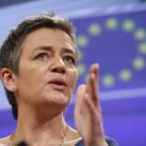 Margrethe Vestager (R) kaster sig som konkurrencekommissær nu over problemerne med at få fri e-handel på tværs af grænserne i EU til af fungere. Arkivfoto: Olivier Hoslet, EPA/Scanpix