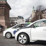 GreenMobility- og DriveNow-flåderne består udelukkende af elbiler. Men i Københavns Kommune får de i modsætning til de øvrige delebilsselskaber, som har både diesel- og benzinbiler i flåderne, ikke rabat på parkering.