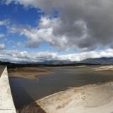 Vandstanden er kritisk lav i vandreservoiret Theewaterskloof Dam nær Cape Town, der risikerer at løbe tør for ferskvand 12. april.