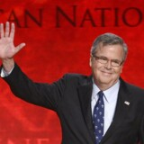 Hvis den forhenværende Florida-guvenør Jeb Bush skal have held med at blive valgt som Republikanernes præsidentkandidat og måske endda som kommende præsident i USA skal han arbejde målrettet på at kæmpe sig ud af sin brors skygge. Storebror George W. Bush er usædvanligt upopulær – selv hos Republikanerne. Foto: Jonathan Ernst
