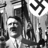 Der var rigeligt med roser til Adolf Hitler i biografien »Adolf Hitler: Hans liv og taler.« Bogens forfatter stod som baron Adolf Victor von Koerber, der var aristokrat og krigshelt fra Første Verdenskrig, men ny forskning peger på, at Hitler selv skrev bogen, hvori han sammenligner sig selv med Jesus. Arkivfoto: EPA