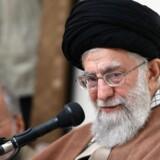 Irans øverste leder, ayatollah Ali Khamenei, siger i en erklæring, at fjender har oppisket uro i landet ved hjælp af kontanter, våben og efterretningsagenter. Scanpix/Atta Kenare