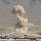 43 afghanske soldater har mistet livet i et angreb på en militærbase. Billedet stammer fra en militærøvelse i udkanten af Kabul.