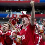 Danske fans før kampen mellem Danmark-Frankrig på Luzjniki Stadion i Moskva. Efter 0-0-resultatet har der trods den videre kvalifikation i VM-turneringen været stor fokus på det kedelige danske spil.